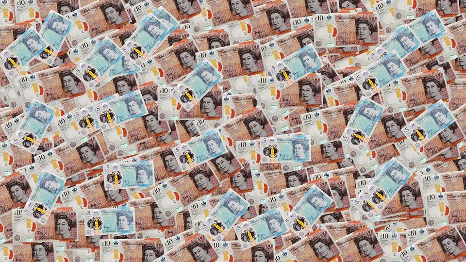 britské bankovky