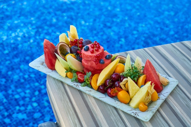 ovoce u bazénu