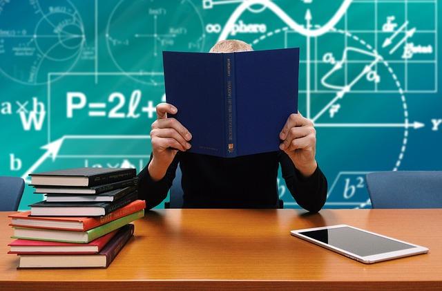 žák s učebnicí